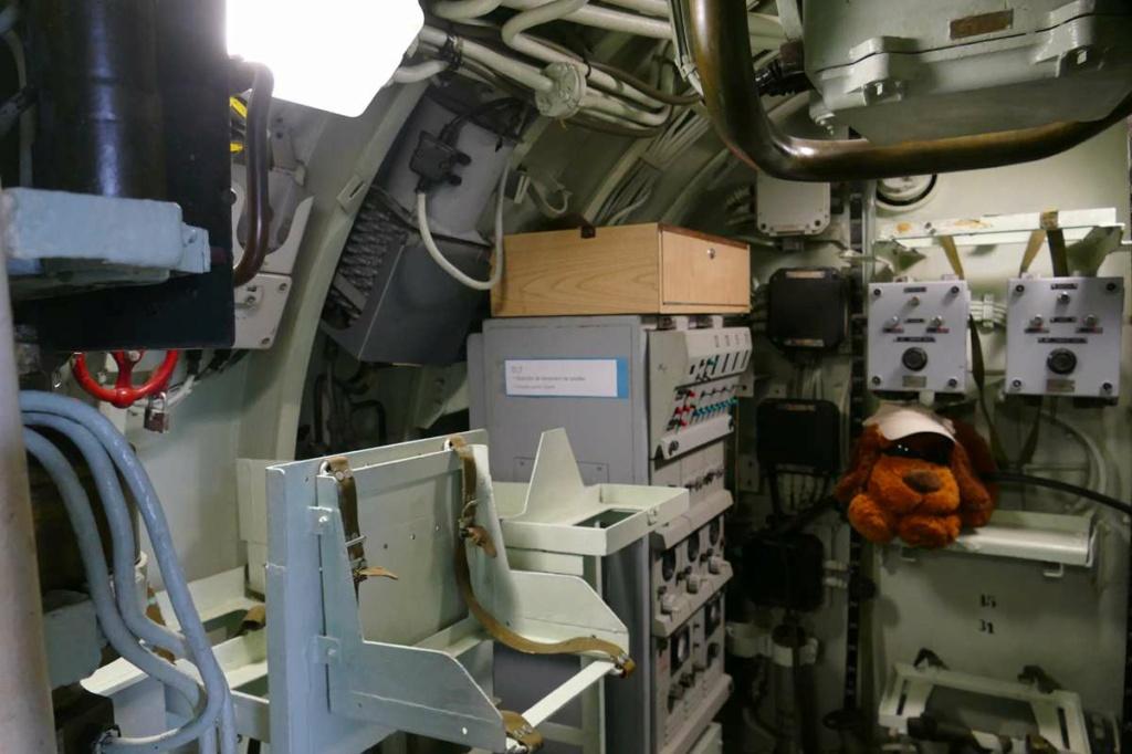 [Les Musées en rapport avec la Marine] Sous-Marin  Flore - Page 20 07829