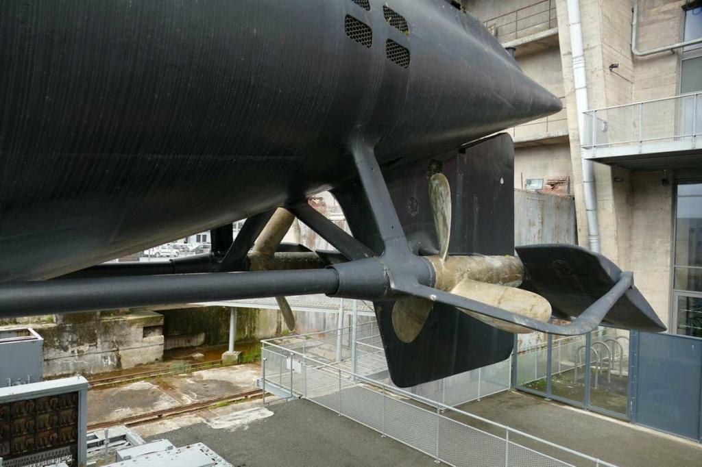 [Les Musées en rapport avec la Marine] Sous-Marin  Flore - Page 20 08923