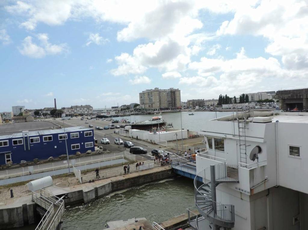[Vie des ports] Port de Saint Nazaire - Page 8 Dscn2774