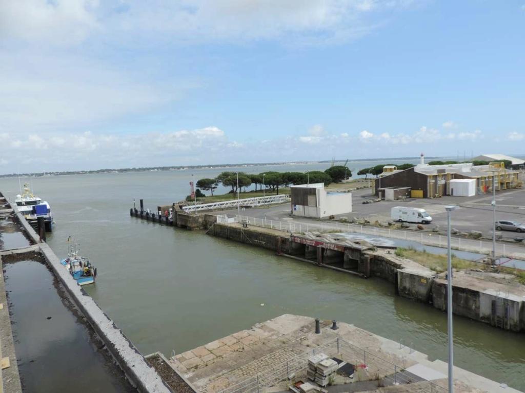 [Vie des ports] Port de Saint Nazaire - Page 8 Dscn2780