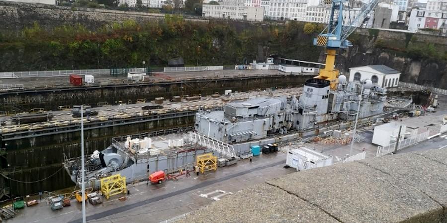 [Les ports militaires de métropole] Port de BREST - TOME 3 - Page 22 Image011