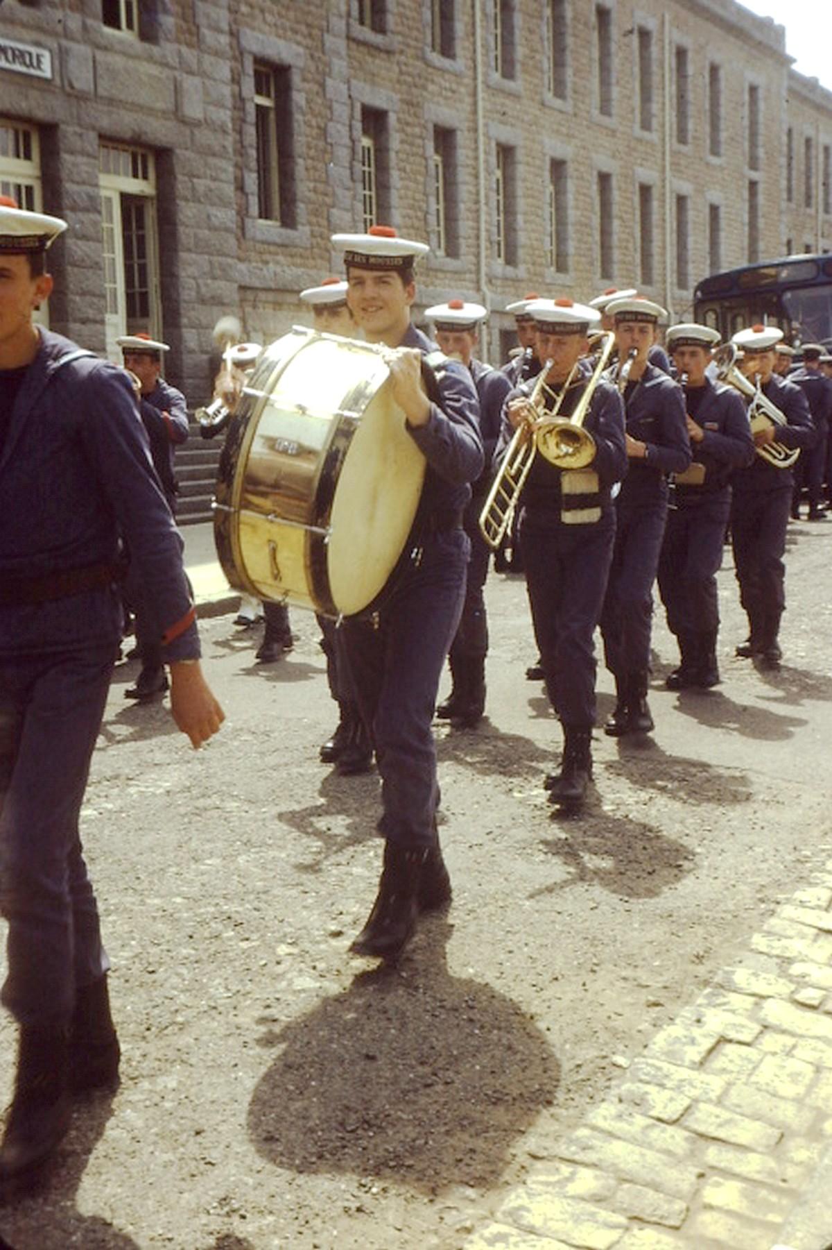 [La musique dans la Marine] Les fanfares des écoles... - Page 3 Pict0010