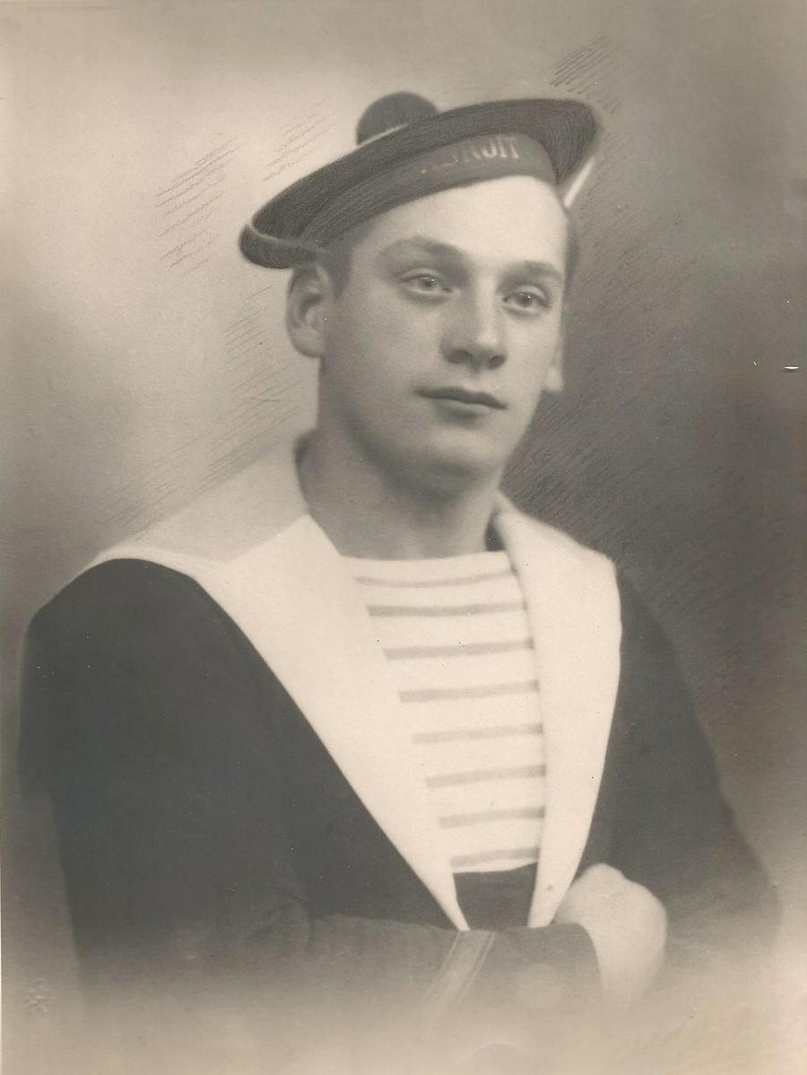 [ Blog visiteurs ] Recherche copains de mon grand-père (Torpilleur Adroit 1941). Victor10
