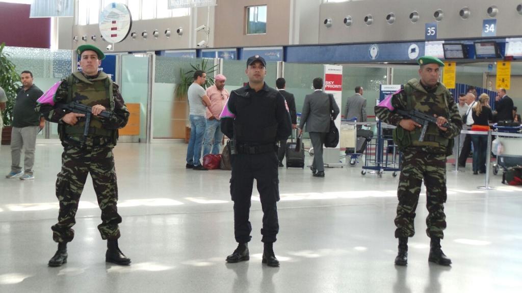 Photos de nos soldats et des Bases Marocaines - Page 2 10410