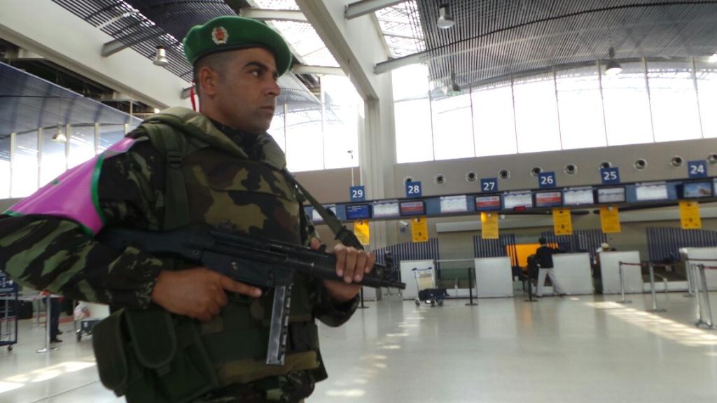 Photos de nos soldats et des Bases Marocaines - Page 2 111110