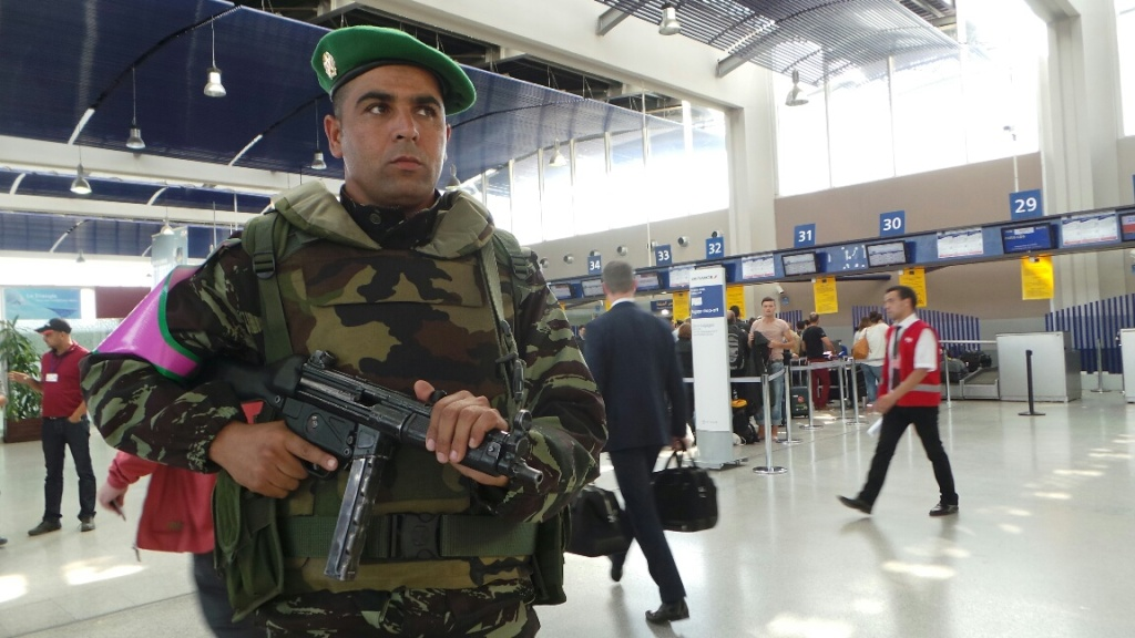 Photos de nos soldats et des Bases Marocaines - Page 2 12510