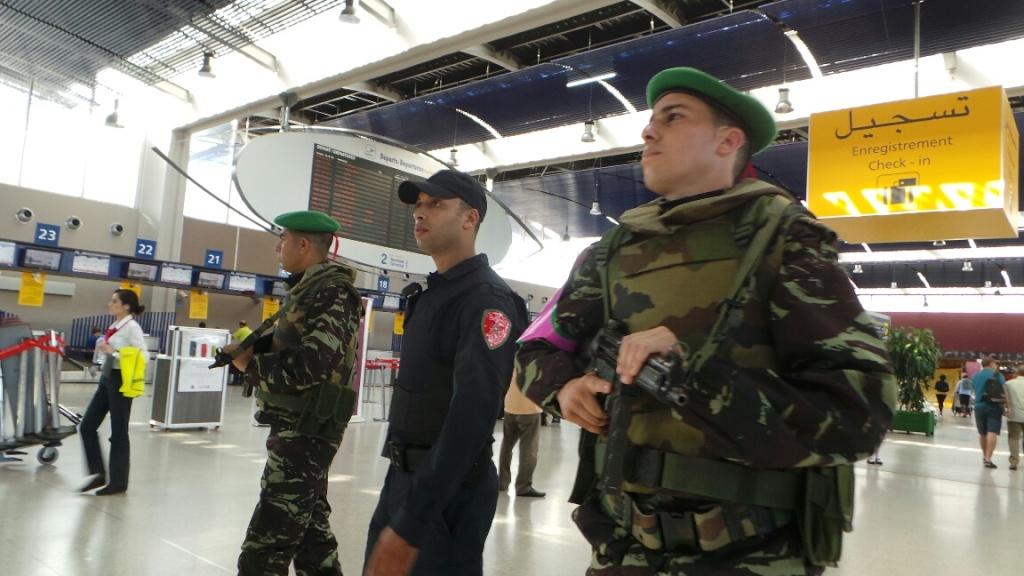 Photos de nos soldats et des Bases Marocaines - Page 2 14310