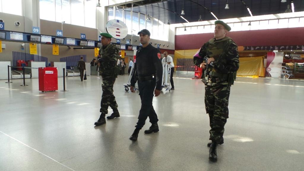 Photos de nos soldats et des Bases Marocaines - Page 2 16210