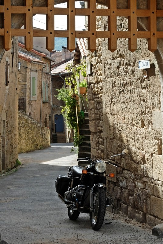 Photos de vous et de votre moto devant ....un château  - Page 6 Dscf2510