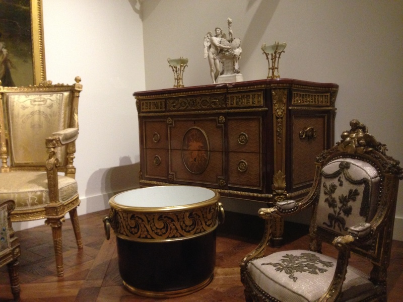 Nouvelles salles consacrées au XVIIIe siècle au Louvre - Page 6 Img_2235