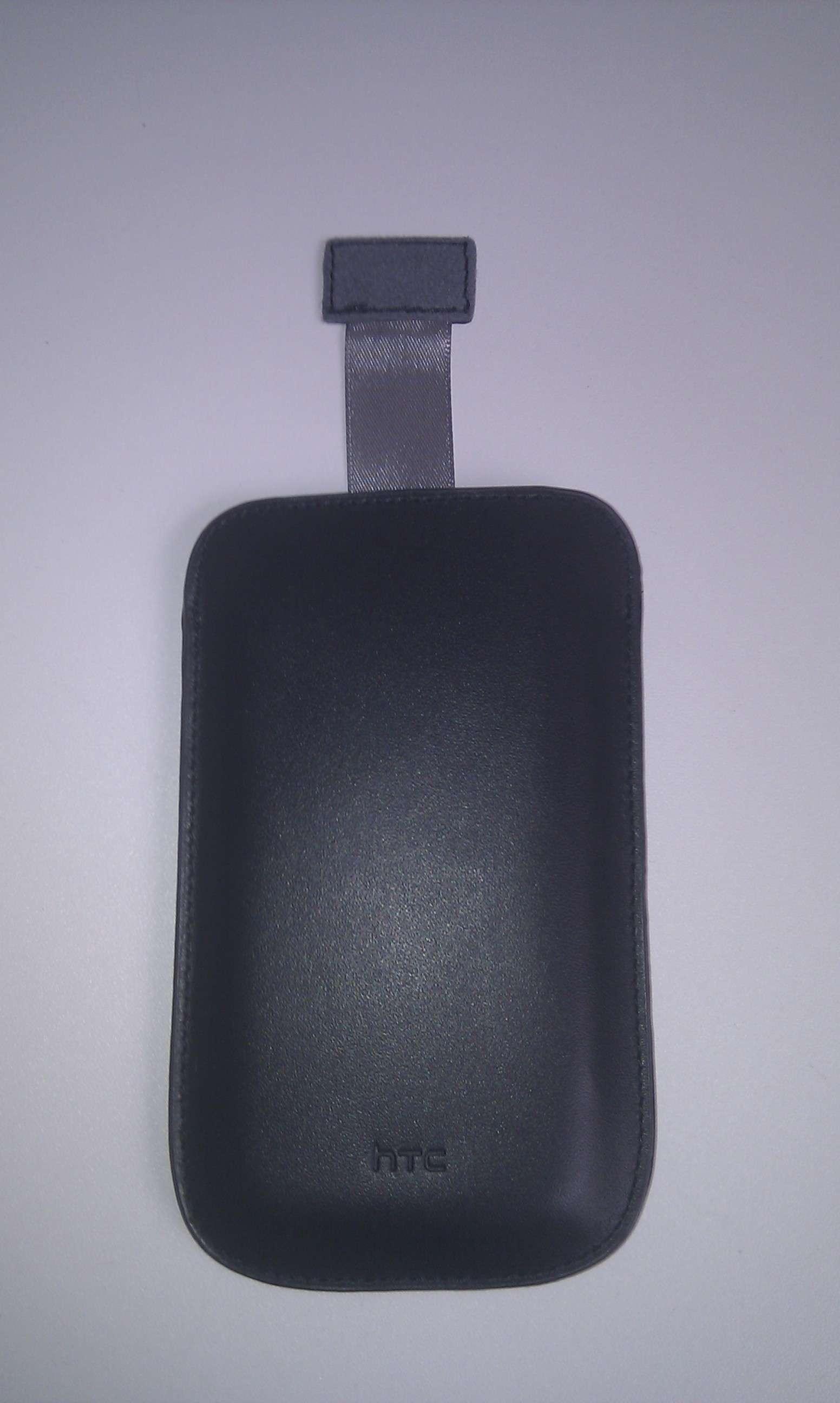 housse officielle Pouch PO S520 disponible sur  le store htc Imag0012