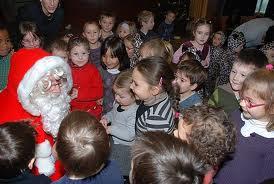 LES FRANÇAIS, SE SUICIDENT: L'école maternelle du Grand-Clos, à Montargis, dans le Loiret, a déprogrammé la visite rituelle du Père Noël dans les classes à la demande des parents musulmans.  Pre-no10