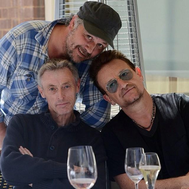 Curiosità: Bono invita al suo tavolo i paparazzi! Bono_p10