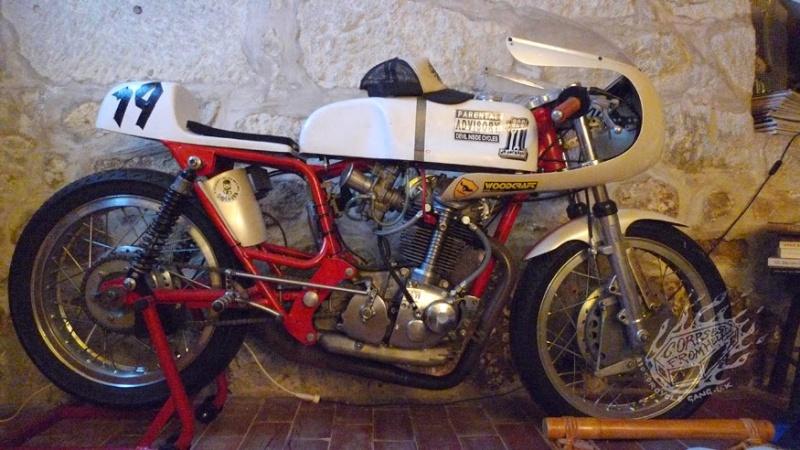 Ici on balance les Monos Ducati - Page 8 Esmcdu10