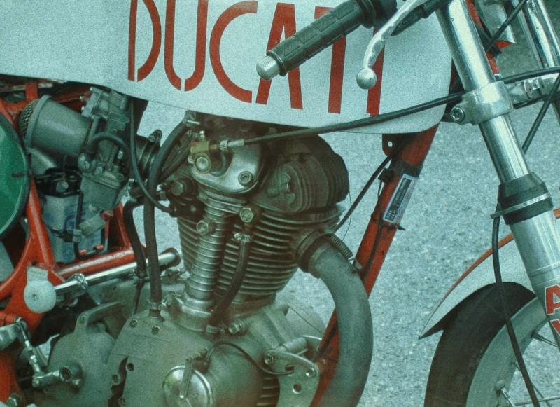 Ici on balance les Monos Ducati - Page 8 Oneta_12