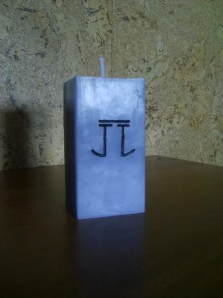 Vela con iniciales Vela_j10