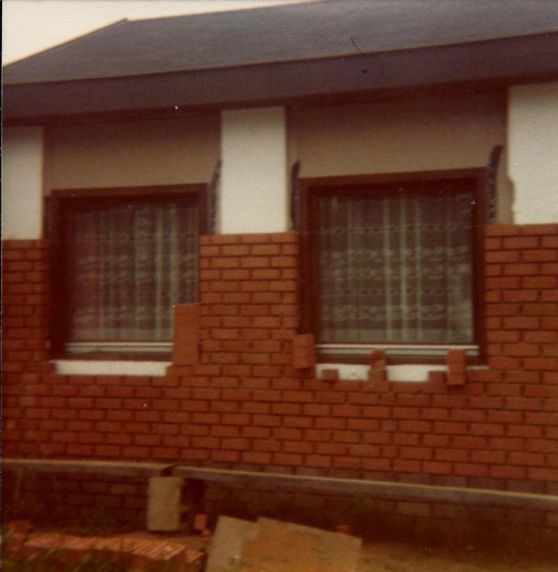 Maison préfabriqué transformée en traditionnelle. Br15a10