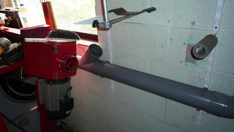 Construction d'un abri pour aspirateur à copeaux suite P1020821