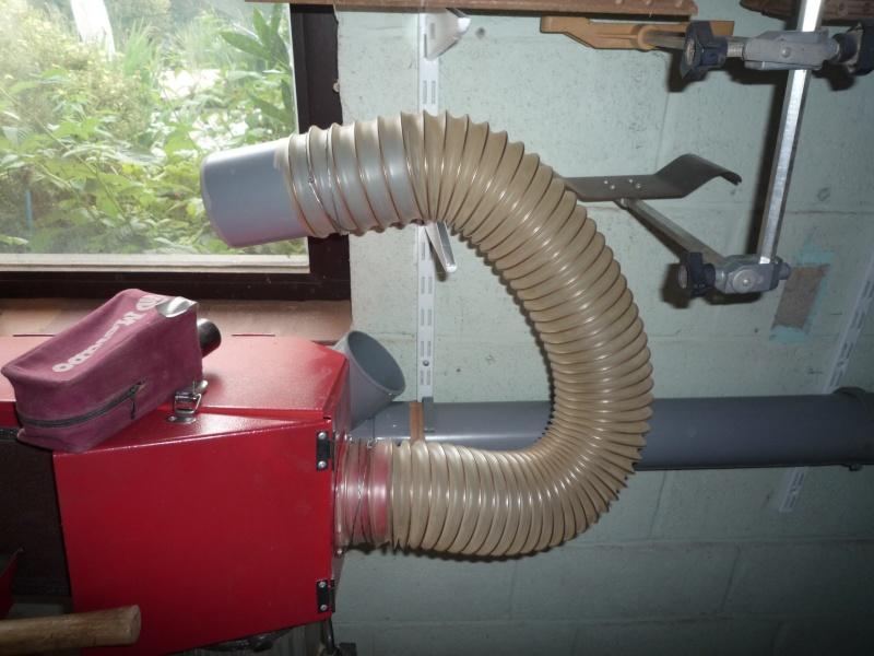 Construction d'un abri pour aspirateur à copeaux suite P1020830