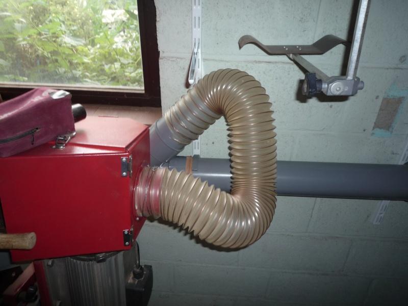 Construction d'un abri pour aspirateur à copeaux suite P1020831