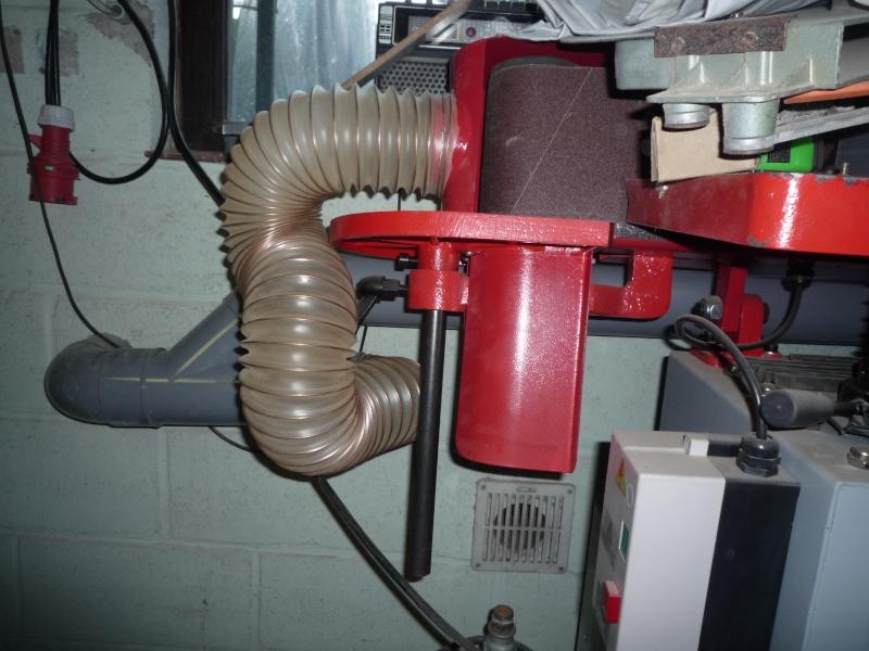 Construction d'un abri pour aspirateur à copeaux suite P1020832