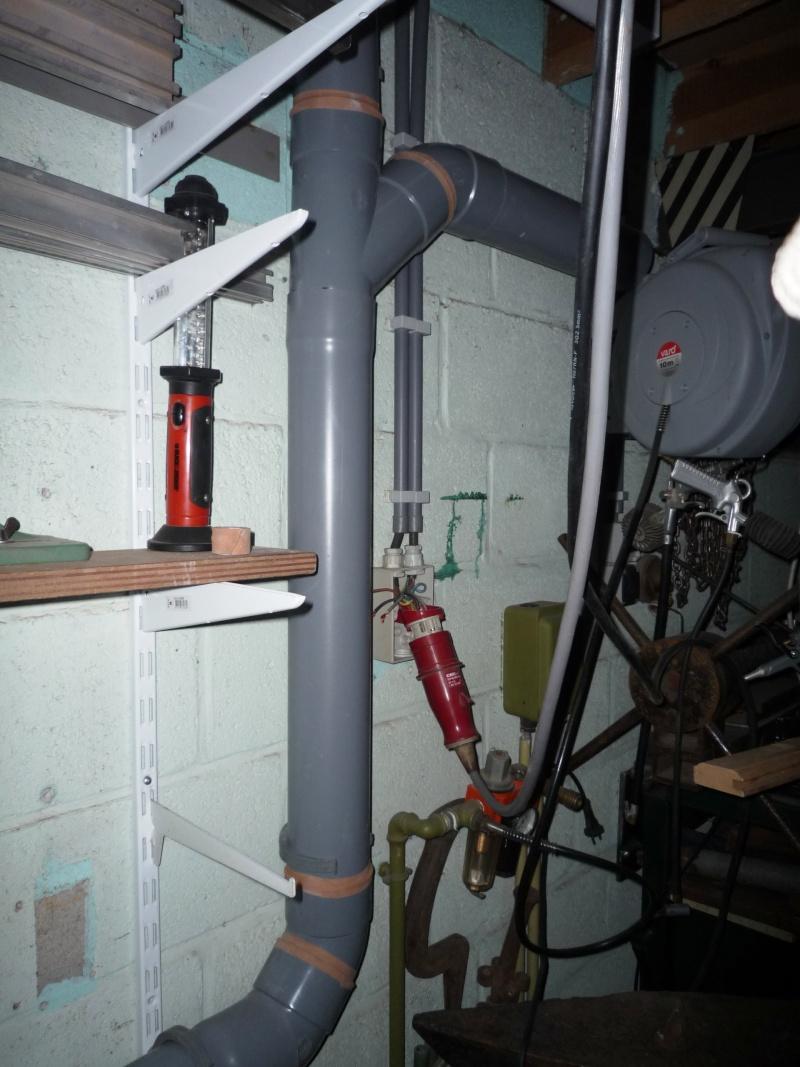 Construction d'un abri pour aspirateur à copeaux suite P1020834