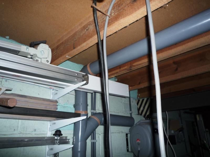 Construction d'un abri pour aspirateur à copeaux suite P1020836