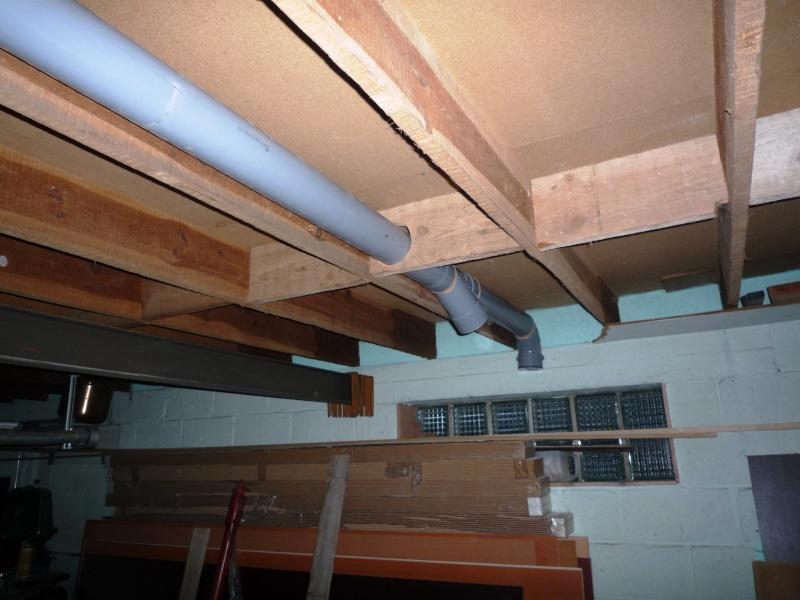 Construction d'un abri pour aspirateur à copeaux suite P1020837
