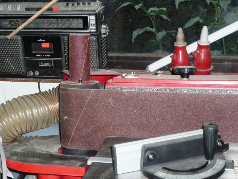 Construction d'un abri pour aspirateur à copeaux suite P1020841