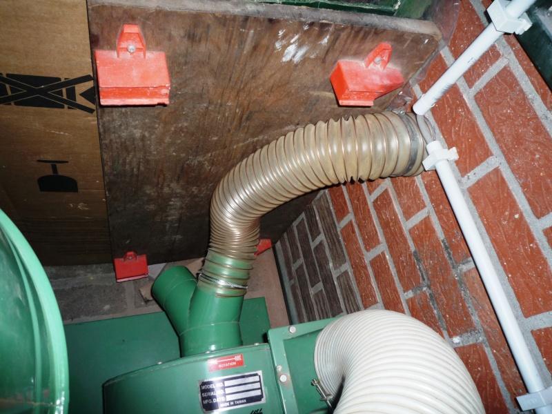 Construction d'un abri pour aspirateur à copeaux suite P1020844