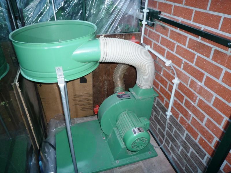 Construction d'un abri pour aspirateur à copeaux suite P1020845