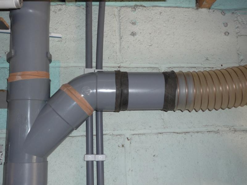 Construction d'un abri pour aspirateur à copeaux suite P1020847