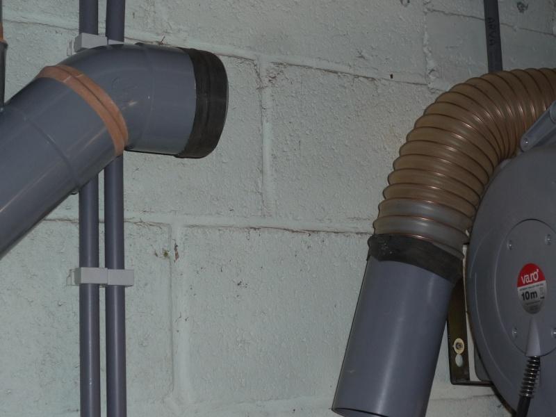 Construction d'un abri pour aspirateur à copeaux suite P1020854
