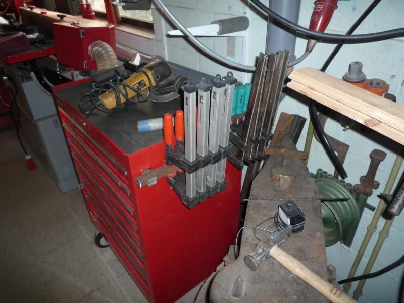 Construction d'un abri pour aspirateur à copeaux suite P1020856