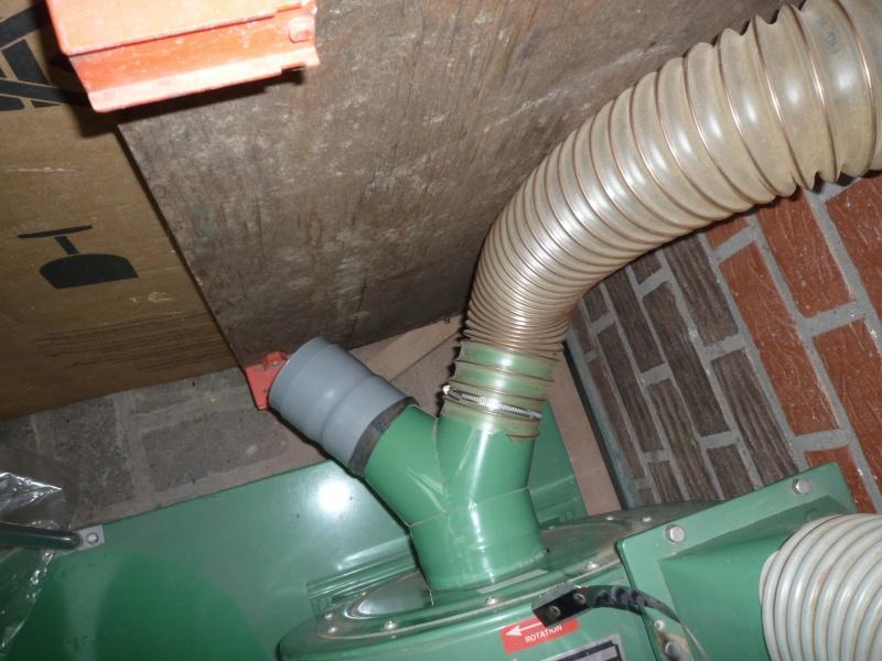 Construction d'un abri pour aspirateur à copeaux suite P1020857