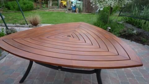 Rénover un salon de jardin en Teck