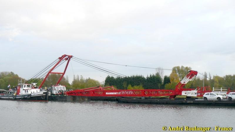 Barge MAMMOET Phoenix Barge_10