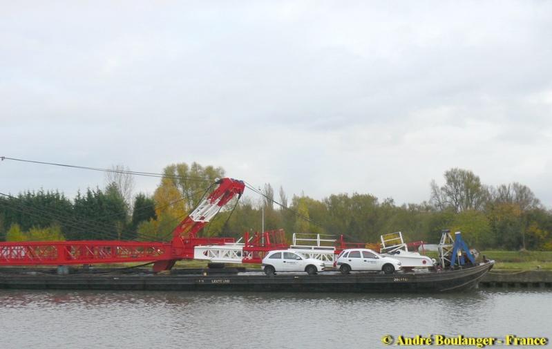 Barge MAMMOET Phoenix Barge_11