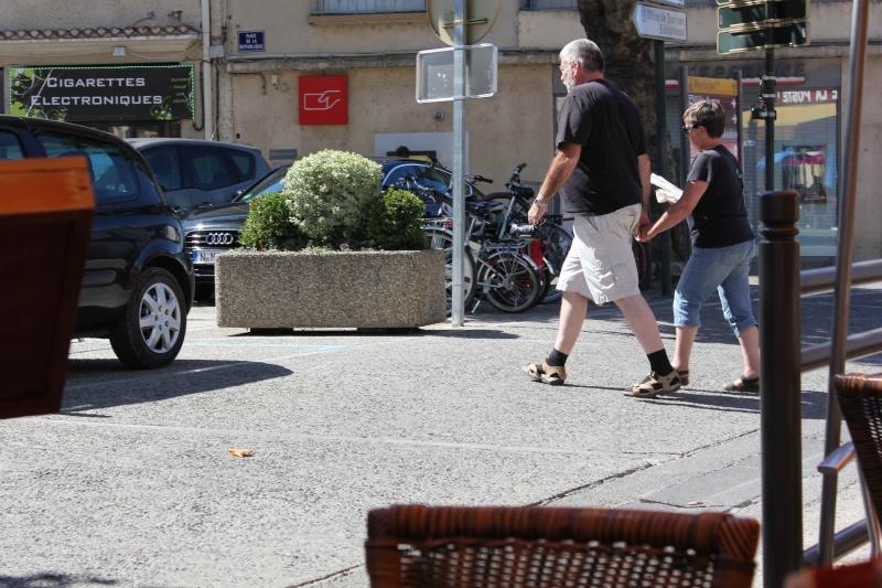 STREET VIEW : les gens en chaussettes noires ! - Page 20 Chau210