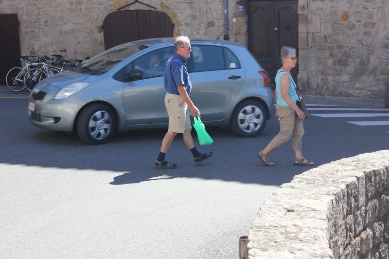STREET VIEW : les gens en chaussettes noires ! - Page 20 Chau310