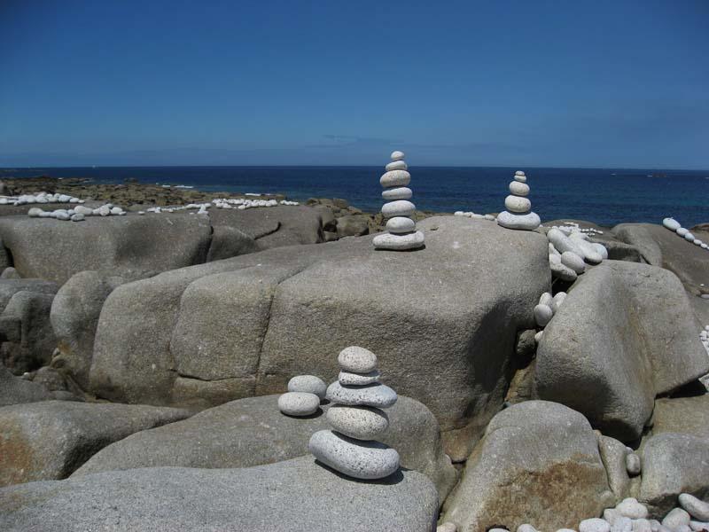Empilements de pierres ou cairns contemporains  014gal10