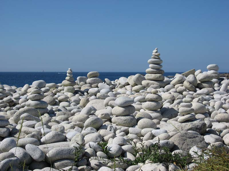 Empilements de pierres ou cairns contemporains  029gal10