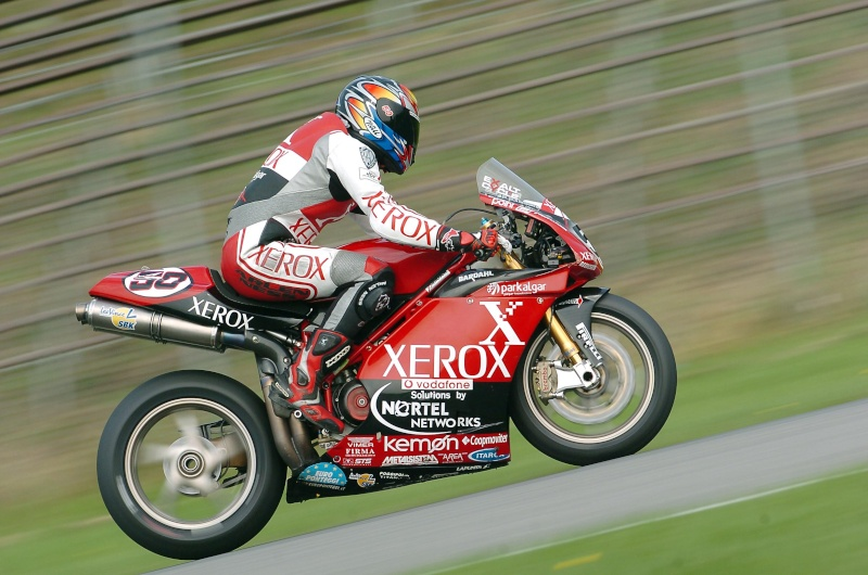 Superbike Ducati 916, 996, 998 et 748 - Page 7 20002011