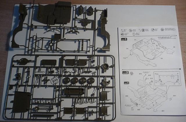 FINEMOLDS 1/20éme - U.S.ARMY 1/4 ton 4X4 TRUCK - JEEP ( SLAT GRILLE) P1050644