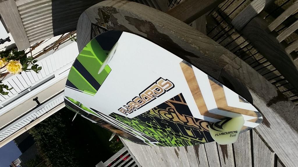 VENDU  Flyboard RADICAL 4 , taille M  soit 134 Cm par 40  Cm . 380 euro. comme   VENDU 20140511