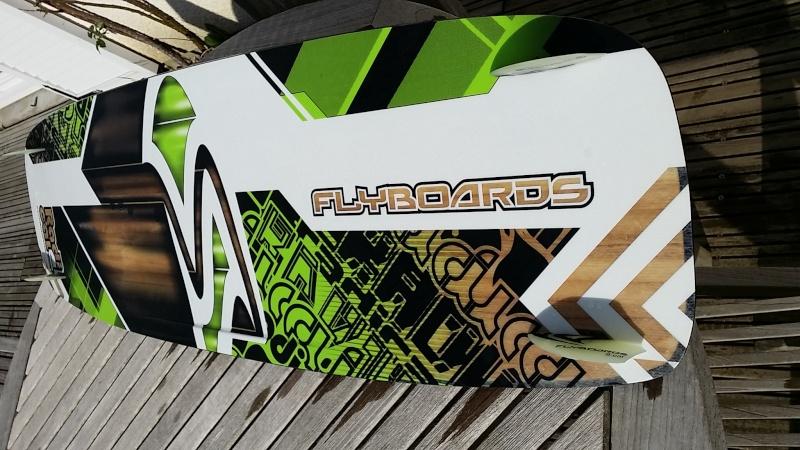 VENDU  Flyboard RADICAL 4 , taille M  soit 134 Cm par 40  Cm . 380 euro. comme   VENDU 20140512