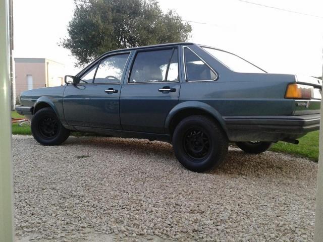 VW Santana  10659310