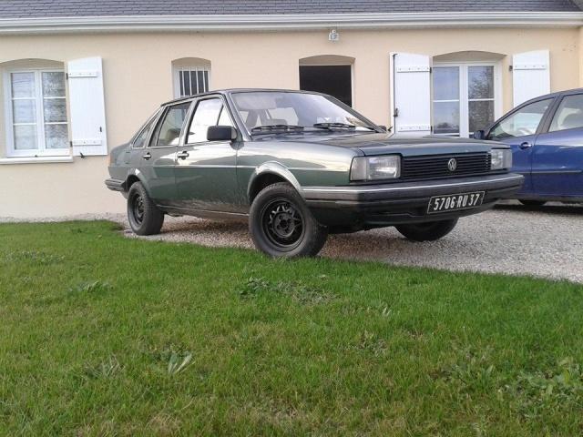 VW Santana  17798610