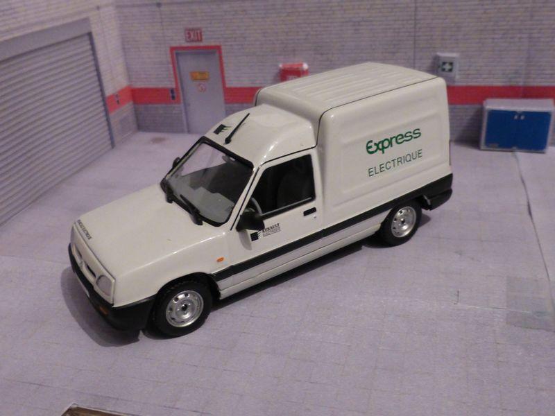 * 01 - Renault ( Les modernes post-1990 )  P1020114