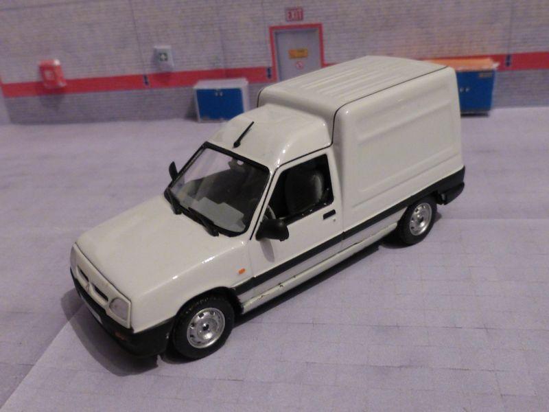 * 01 - Renault ( Les modernes post-1990 )  P1020115
